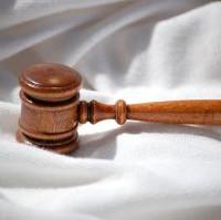 Céges ügyvéd: képviselet a vállalat jogi problémái esetén