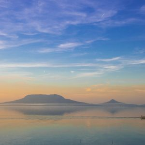 Sok mindenkinek az álma egy vízparti nyaraló Balatonfenyvesnél